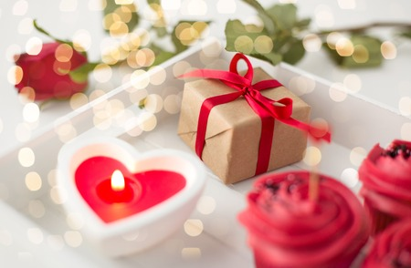 Photo pour close up of gift box and sweets for valentines day - image libre de droit