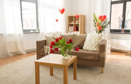Foto de living room or home decorated for valentines day - Imagen libre de derechos