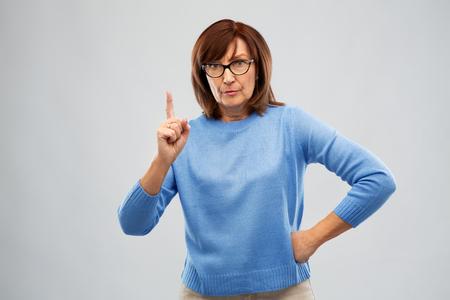 Foto de displeased senior woman in glasses warning - Imagen libre de derechos