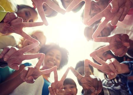 Photo pour International students showing peace or v sign - image libre de droit