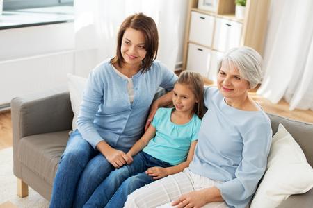 Photo pour portrait of mother, daughter and grandmother - image libre de droit