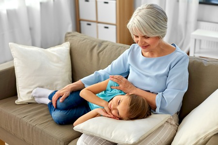 Photo pour grandmother and granddaughter resting on pillow - image libre de droit