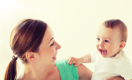 Photo pour happy young mother with little baby at home - image libre de droit