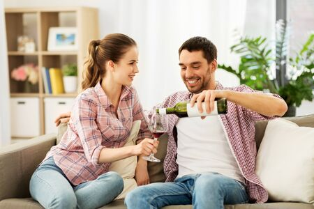 Foto per happy couple drinking red wine at home - Immagine Royalty Free