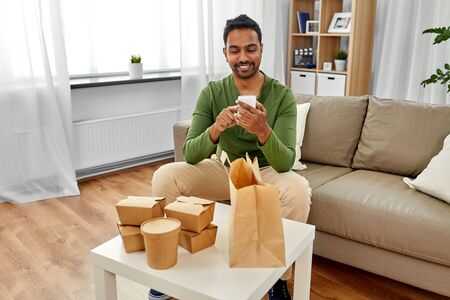 Photo pour indian man checking takeaway food order at home - image libre de droit