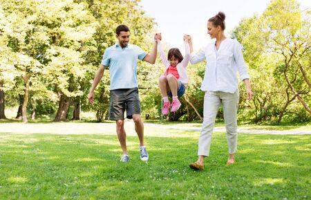 Photo pour happy family walking in summer park - image libre de droit