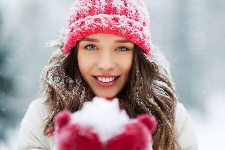 Photo pour portrait of young woman with snow in winter park - image libre de droit