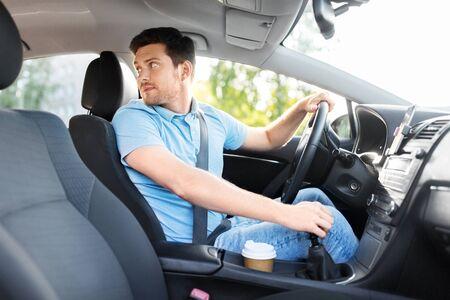 Photo pour transport, vehicle and driving concept - man or car driver looking back - image libre de droit