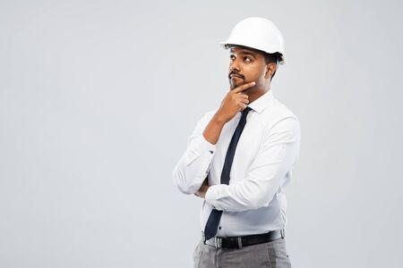 Photo pour indian male architect in helmet over grey - image libre de droit