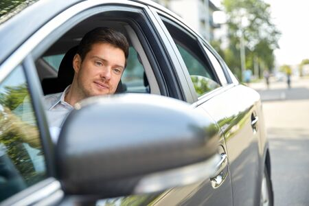 Photo pour transport, vehicle and people concept - man or driver driving car in summer - image libre de droit