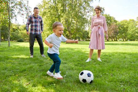 Photo pour happy family playing soccer at summer park - image libre de droit
