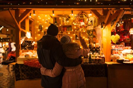 Foto de happy senior couple hugging at christmas market - Imagen libre de derechos