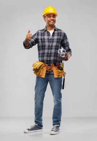 Photo pour Happy indian builder with blueprint - image libre de droit