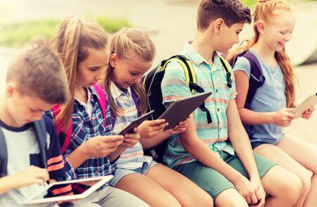 Photo pour group of happy elementary school students talking - image libre de droit