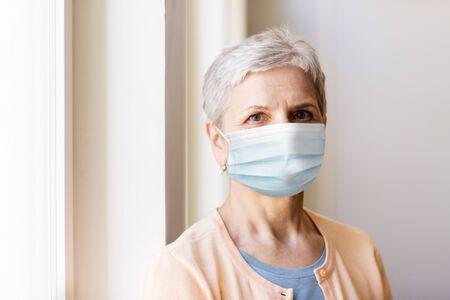 Photo pour senior woman in protective medical mask - image libre de droit