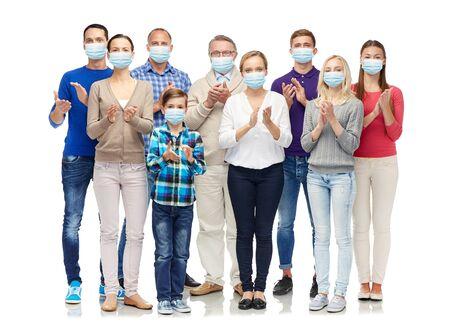 Foto de people in medical masks applauding - Imagen libre de derechos