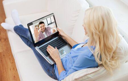 Photo pour woman with laptop having video call with man - image libre de droit