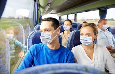 Photo pour couple or passengers in masks in travel bus - image libre de droit