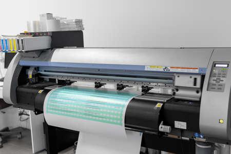 Photo pour large format printer in printing house - image libre de droit