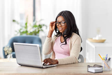 Photo pour african woman with laptop working at home office - image libre de droit