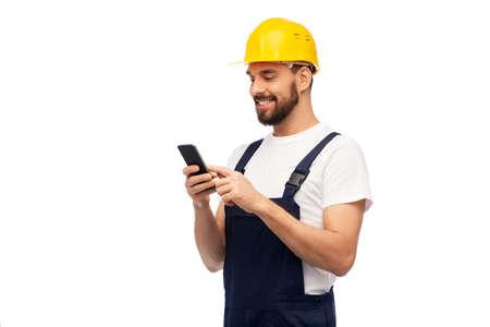 Photo pour happy male worker or builder with smartphone - image libre de droit