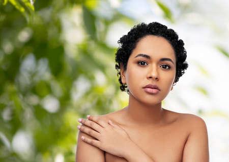 Foto de portrait of young african american woman - Imagen libre de derechos