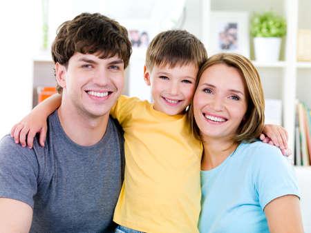 Photo pour Close-up portrait of happy faces of smiling friendly young famile with son - image libre de droit