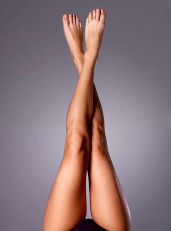Foto de Beautiful long slender female legs after dilapidation.   - Imagen libre de derechos