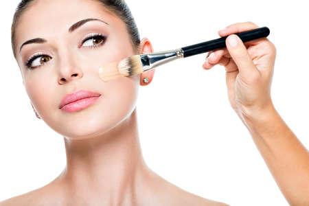 Photo pour Makeup artist applying liquid tonal foundation  on the face of the woman - image libre de droit
