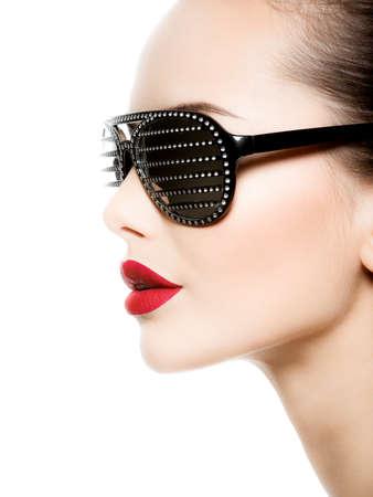 Photo pour Fashion portrait of  woman wearing black sunglasses with diamonds and red lips - image libre de droit