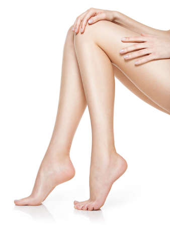 Photo pour Beautiful women feet isolated on white. Close-up. - image libre de droit