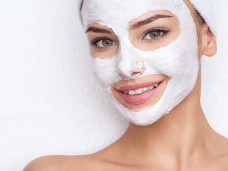 Photo pour Adult woman relaxing in spa salon with cosmetic mask on face. Beauty treatment - image libre de droit