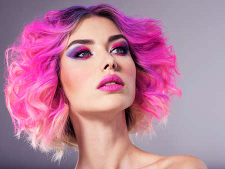 Photo pour Portrait of beautiful young woman with bright pink makeup. Beautiful blonde with bright pink lipstick on her lips. Pretty girl with vivid hair. Blonde with brightly colored hair. Bright eye makeup. - image libre de droit