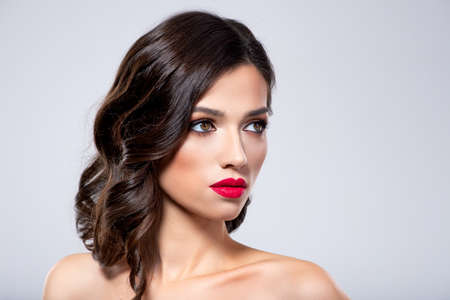 Photo pour Beautiful young fashion woman with red lipstick.  Brunette woman with a clean skin of face. Portrait of model with bright red lips. Glamour fashion model with bright gloss make-up  posing at studio. - image libre de droit