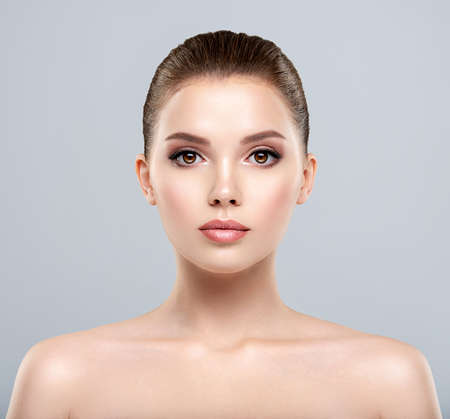 Photo pour Front portrait of a white young woman with beauty face - isolated. Skin care concept. Young adult  caucasian girl with a clean skin. - image libre de droit