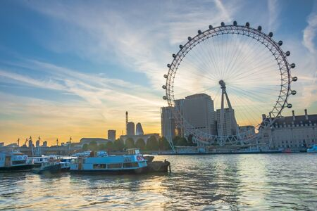 Foto de Beautiful sunrise on the Thames and London Eye - HDR Image - Imagen libre de derechos