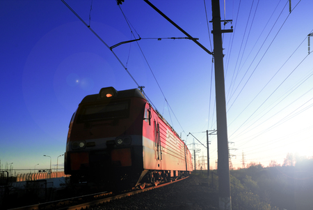 Photo pour Freight train locomotive carrying with cargo on daylight - image libre de droit