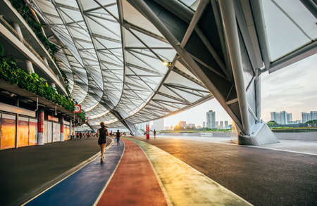 Foto per Singapore-14 JUN 2018:The female runner in running is Singapore new stadium - Immagine Royalty Free