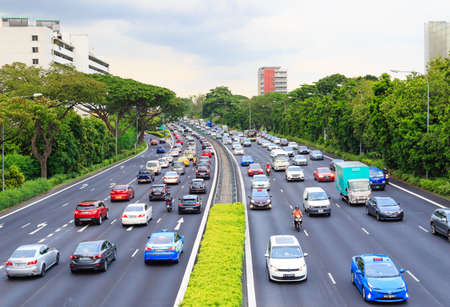 Photo pour Singapore-11 MAY 2018:Singapore high speed road aerial view from high bridge - image libre de droit