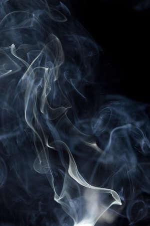 Foto de Abstract white smoke on black background - Imagen libre de derechos