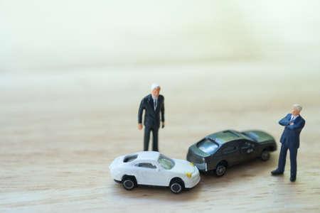 Photo pour Miniature people : Two drivers man arguing after a car traffic accident collision. Traffic Accident and insurance concept. - image libre de droit