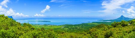 Photo pour Panorama of the south coast of Mauritius island, Africa - image libre de droit
