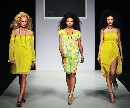 Foto de young beautiful model walking on fashion show piste - Imagen libre de derechos