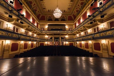 Photo pour empty theater stage curtain with dramatic lights - image libre de droit