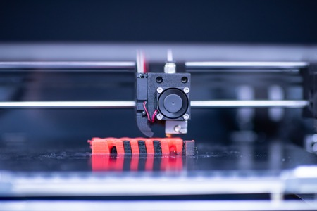 Photo pour Close up shot of 3D printer prints form figure - image libre de droit