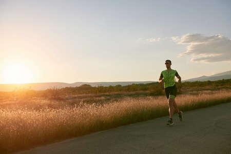 Photo pour triathlon athlete running on morning trainig - image libre de droit