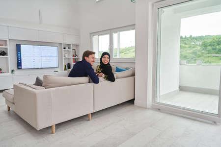 Foto de Young muslim couple enjoing time together at home during Ramadan - Imagen libre de derechos