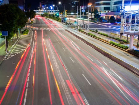 Photo pour Lights of traffic cars in Jakarta. Indonesia. - image libre de droit