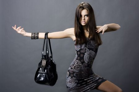 Foto de portrait of a girl with a bag - Imagen libre de derechos