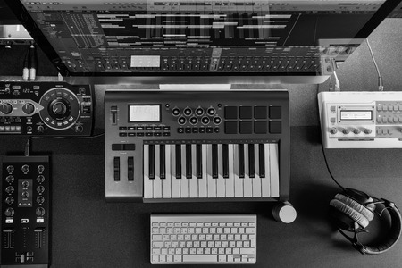 Photo pour Flat top lay home music studio dj and producer equipment on the black table (Black and white) - image libre de droit